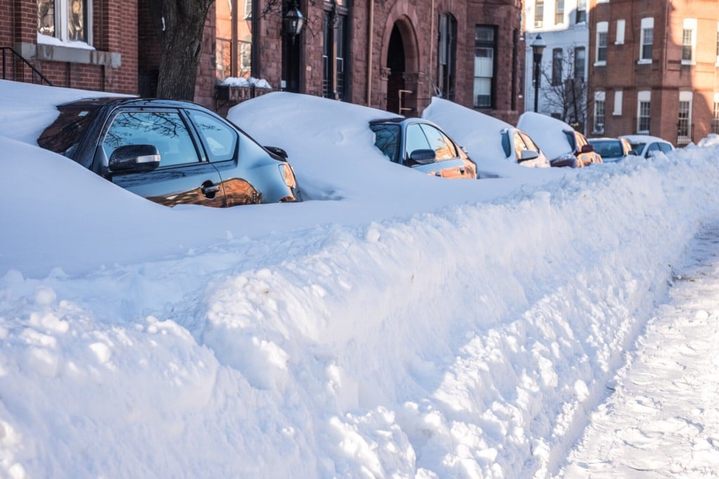 cars-snowed-in-on-the-street-in-winter